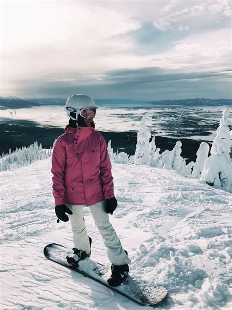 what to wear for snowboarding / skiing - Lauren Kay Sims